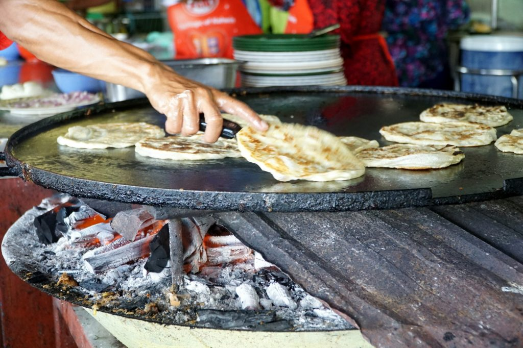 Jom Saksikan Menu Di Roti Canai Arang Kayu