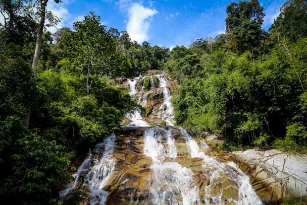 Air Terjun Ayer Putih Di Johor Lokasi Yang Hebat Senarai Tempat Menarik Di Perak Untuk Dikunjungi Cutisini Of Air Terjun Ayer Putih Di Johor Lokasi Mandi Manda Yang Sangat Permai Untuk Pelancong