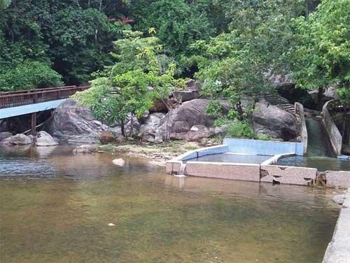 Air Terjun Ayer Putih Di Johor Lokasi Yang Terhebat Tempat Menarik Di Kelantan Untuk Dilawati Percutian Bajet Of Air Terjun Ayer Putih Di Johor Lokasi Mandi Manda Yang Sangat Permai Untuk Pelancong
