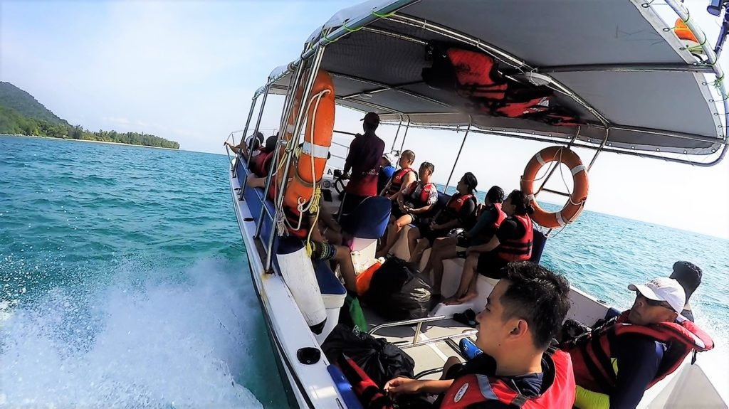 we were taken on a ride around the sultan iskandar marine park we passed by several islands of johor including the famous pulau rawa