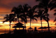 Pantai Tanjung Aru Di Sabah Tempat Menarik Yang Untuk Makan Angin