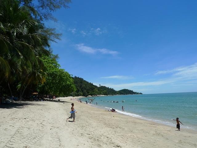 pantai teluk batik perak