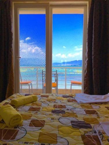 apartmani sunrise su jedini u dojranu koje se nalaze na samoj obali dojranskog jezera nalaze se na magistralnom putu na samo 3 km od makedonsko grckoj