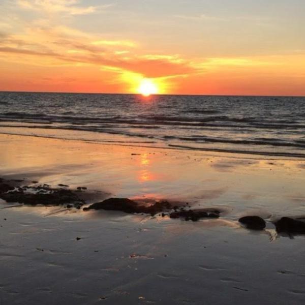 Pemandangan Waktu Senja Di Pantai Yang Mengagumkan Dan Patut Kita Semua Pergi Tempat Menarik