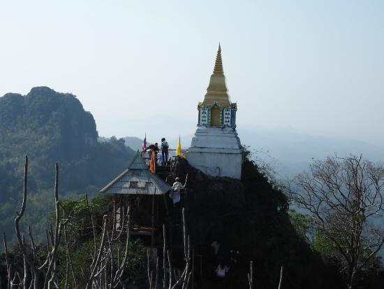 kuil wat chaloem phrakiat phrachomklao rachanuson chae hom thailand review
