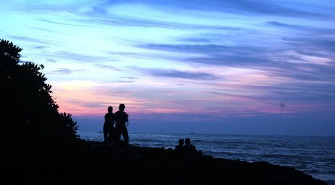 pantai tanerros salah satu pantai di sumenep yang menyajikan keindahan pemandangan di kala senja liputan6 com mohamad fahrul