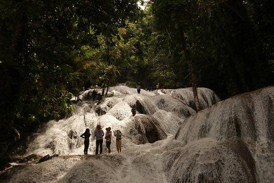 air terjun saluopa pemandangan air terjun dari tinkat paling bawah