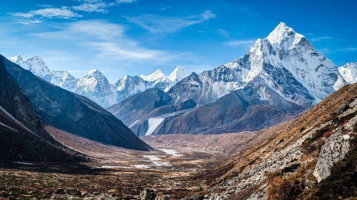 8 gunung dengan pemandangan terbaik di dunia ini bikin kaki pendaki gatal untuk menjelajahinya