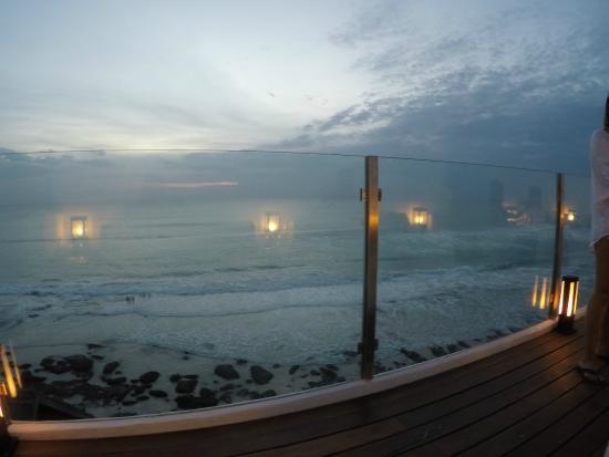 el kabron cliff club pemandangan langsung ke pantai