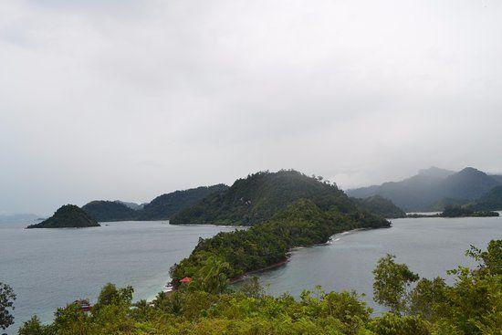pemandangan dari atas bukit di pulau pamutusan gambar pulau pamutusan