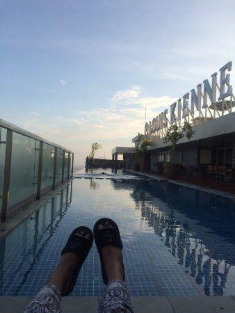 louis kienne hotel simpang lima diwaktu pagi sedang menikmati pemandangan dari lt 23