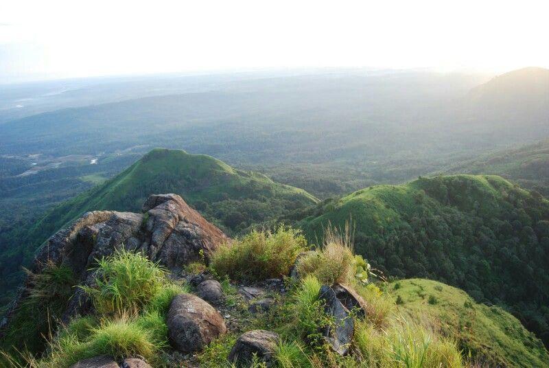 pemandangan di atas bukit jempol atau bukit serelo desa perangai kecamatan merapi selatan