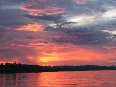 paling seronok kita dapat melihat matahari terbenam sambil berehat di tepi sungai kelantan atau di dalam home stay panorama