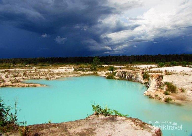 pemandangan danau biru yang cantik frederick frendy lim d traveler