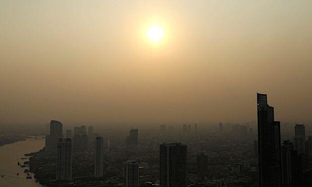 pemandangan bandar bangkok kelihatan kabur disebabkan jerebu sejak