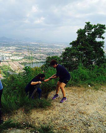 lagi pun suasana bukit ini memang cantik ujar salah seorang pengunjung yang mahu dikenali sebagai mrs teoh